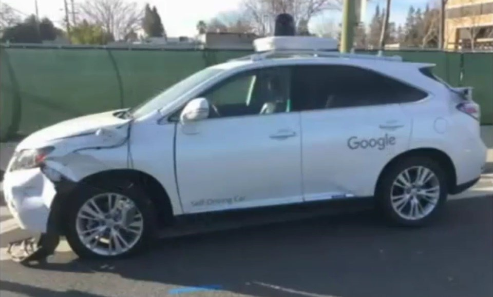 google carro acidentado