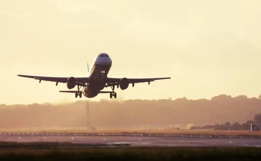 Avião em descolagem
