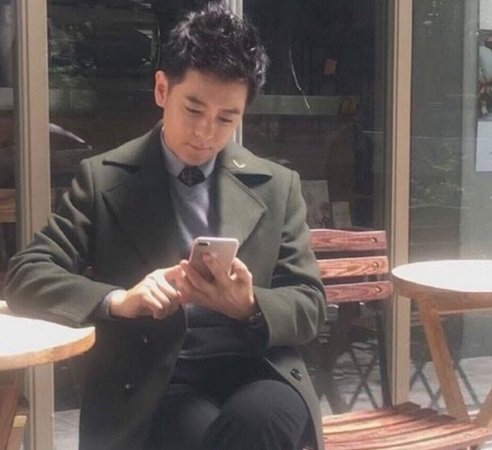 Jimmy Lin com novo iphone
