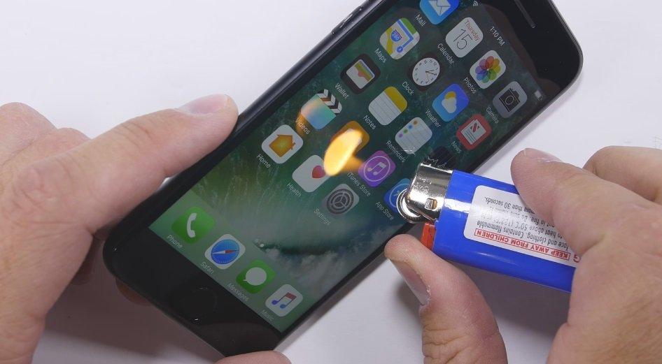 iPhone 7 a ser queimado