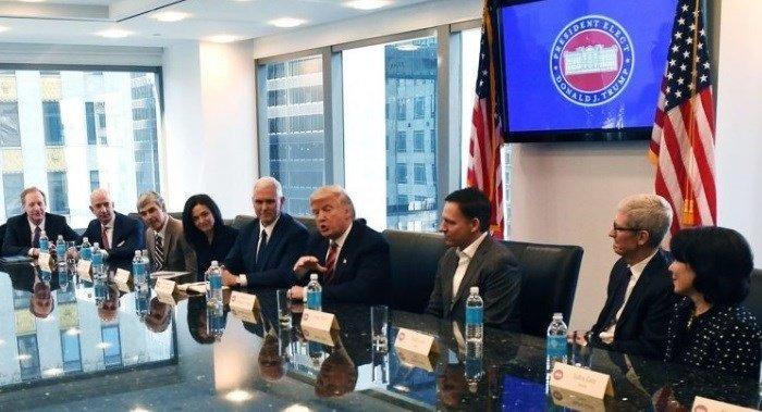 presidente dos EUA com representantes de empresas